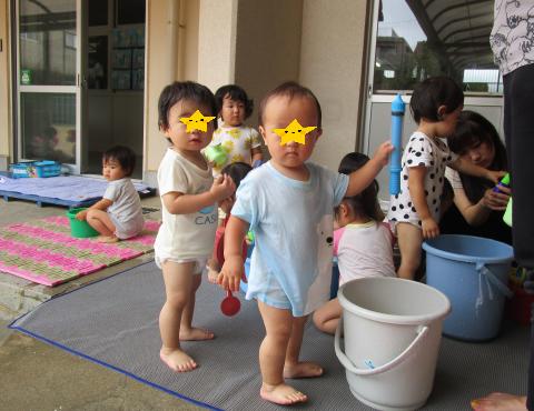 明石 保育園 水遊び1