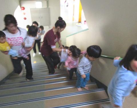 明石 保育園 階段