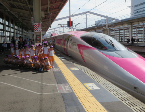 明石 保育園 ハローキティ新幹線1