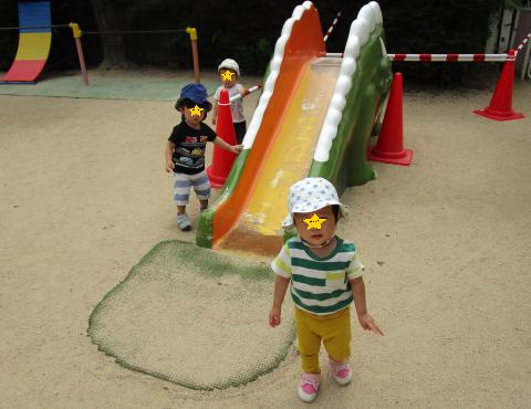 明石 保育園 滑り台