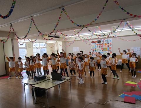 明石 保育園 ダンス1