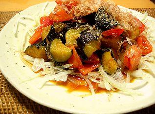 玉ねぎと揚げナスのサラダ