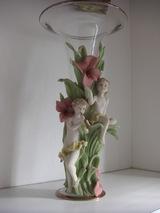 ピンクを取り入れた天使の花瓶
