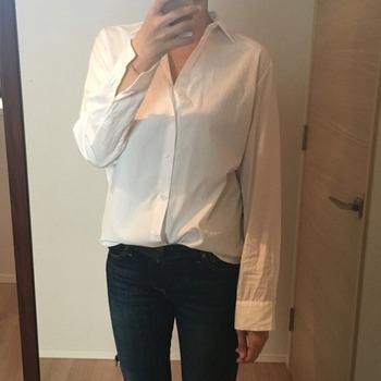 シャツの袖のまくり方1