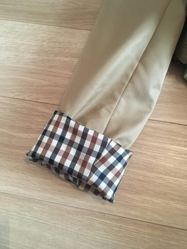トレンチコート袖のまくり方9