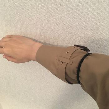 トレンチコート袖のまくり方13