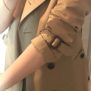 トレンチコート袖のまくり方16