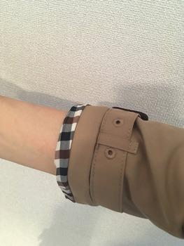 トレンチコート袖のまくり方4