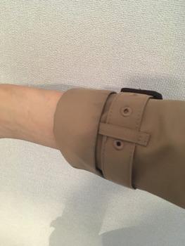 トレンチコート袖のまくり方3