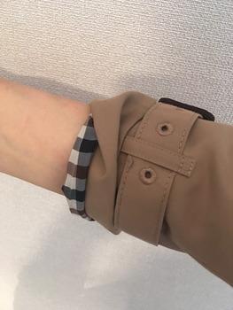 トレンチコート袖のまくり方5