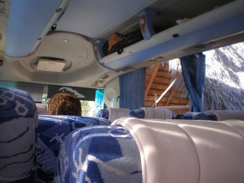 長距離バスの中2