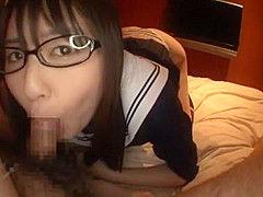 【つぼみ】黒髪ロングでセーラー服のメガネ委員長がホテルで貧困調査フェラ抜き!!!