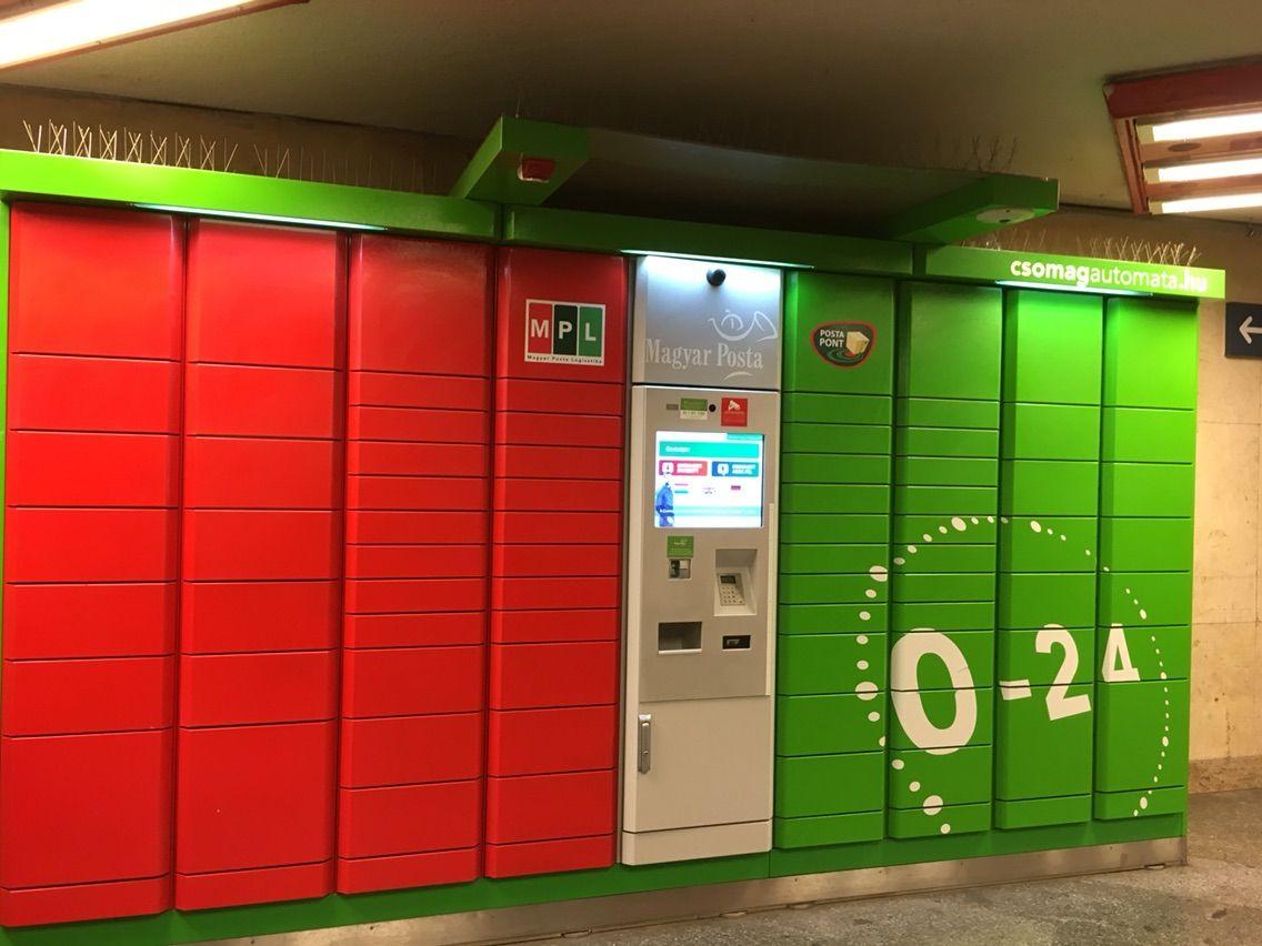 ブダペスト西駅地下の自動小包機...