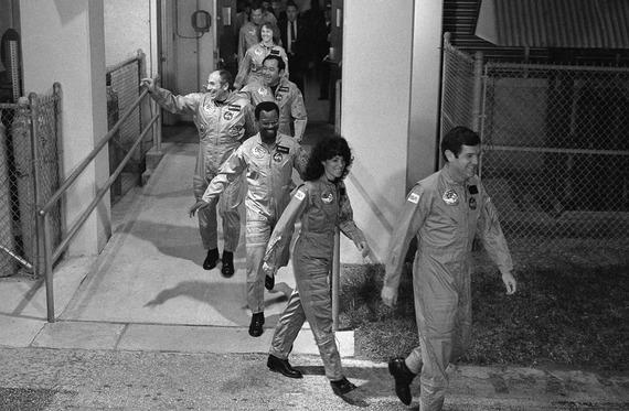 Space-Shuttle-Challenger-disaster_16