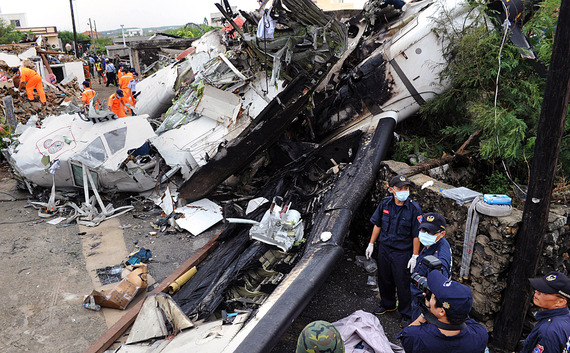 TransAsia Airways Plane Crashes_15