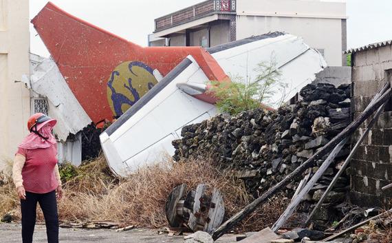 TransAsia Airways Plane Crashes_14