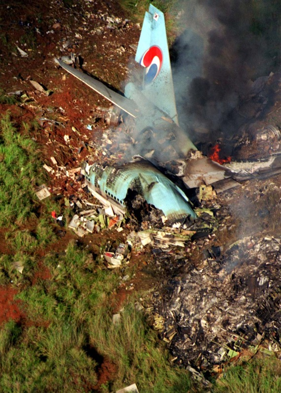 Korean_Airlines_flight_801_crash_01