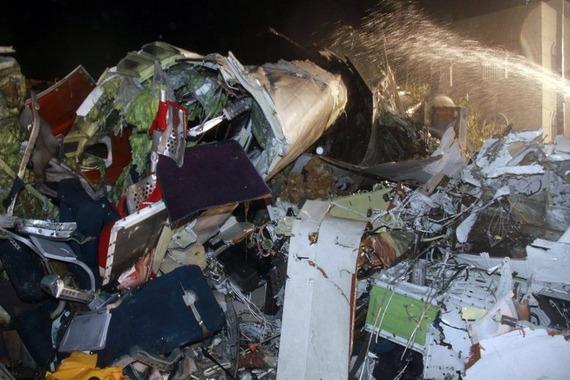 TransAsia Airways Plane Crashes_07