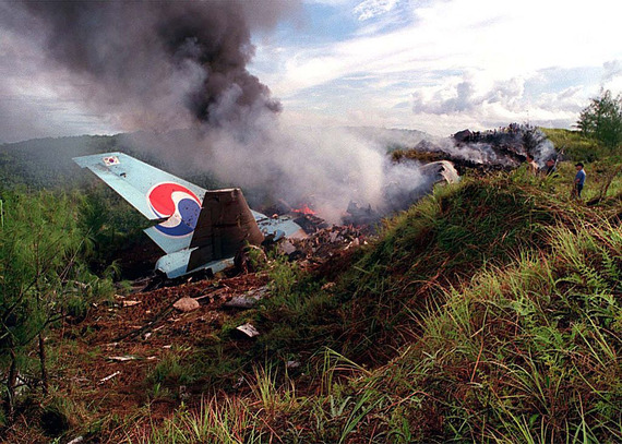 Korean_Airlines_flight_801_crash_03