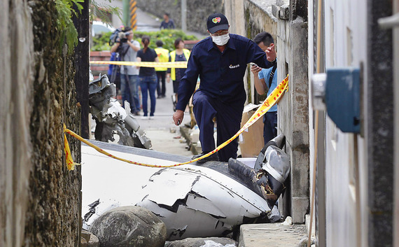 TransAsia Airways Plane Crashes_16