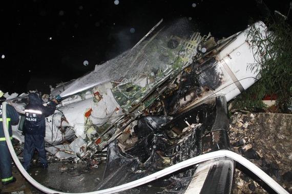 TransAsia Airways Plane Crashes_05