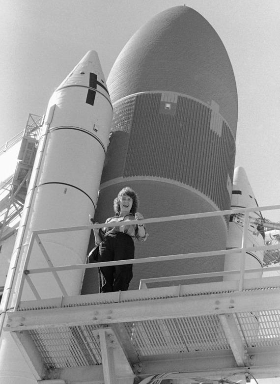 Space-Shuttle-Challenger-disaster_13