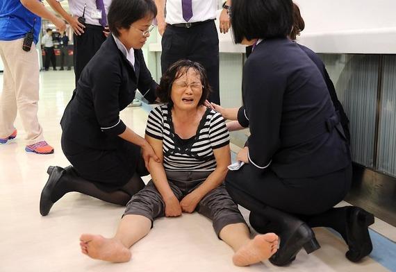 TransAsia Airways Plane Crashes_09