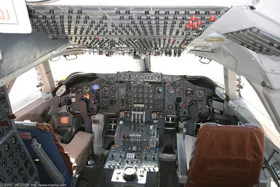 Boing747-200_cockpit_05