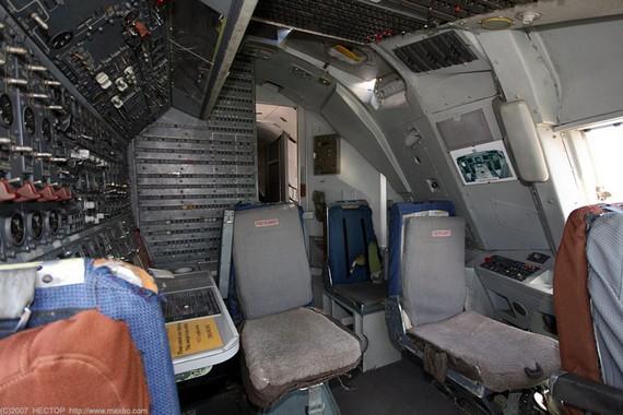 Boing747-200_cockpit_06