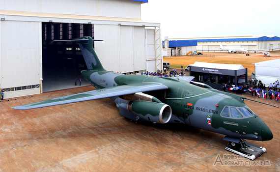 KC-390-roll-out