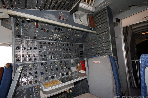 Boing747-200_cockpit_07