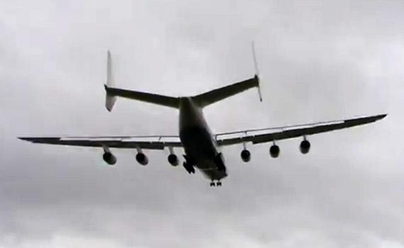 Antonov-An-225-Crosswind-La