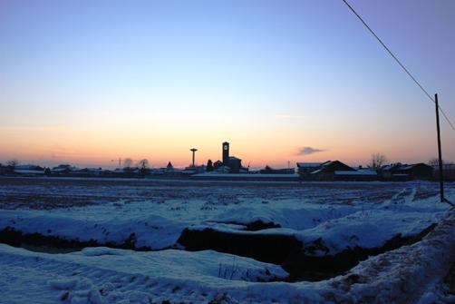 夕方に田園からの町の眺め