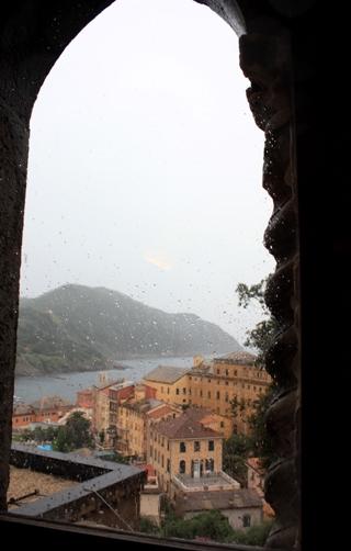 古城の窓から1