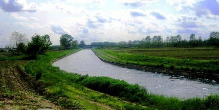 モンテローザにつながる小さな川