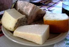 お皿いっぱいのチーズ