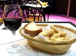 赤ワインとパン