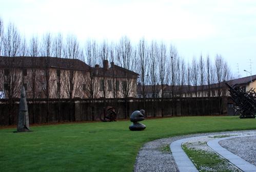 画廊の中庭