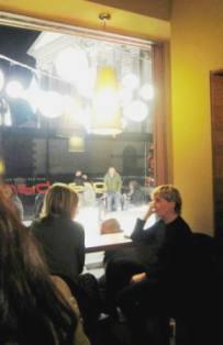 トリノのカフェで