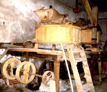 昔の製粉機械