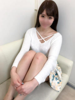 girl_5bf69b55a8e3a5.24435789_240x320