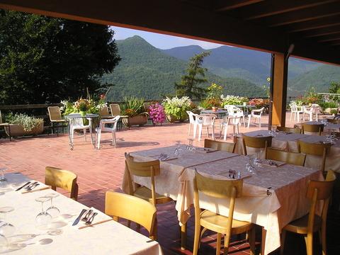 243un tavolo per la cena albergo triora