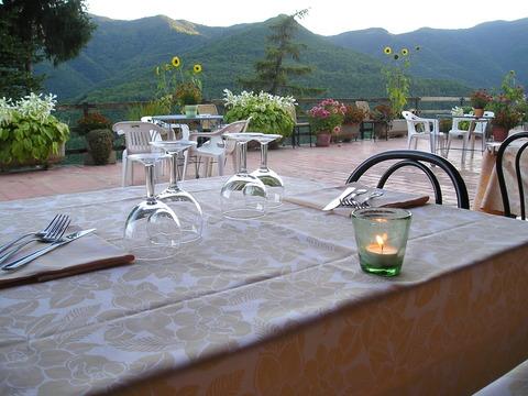 182un tavolo di cena triora