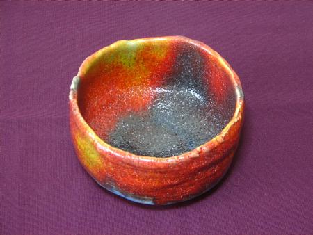 七色に変化する抹茶茶碗の見込景色