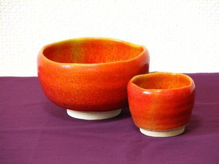 緋色の抹茶茶碗とぐい呑みセット
