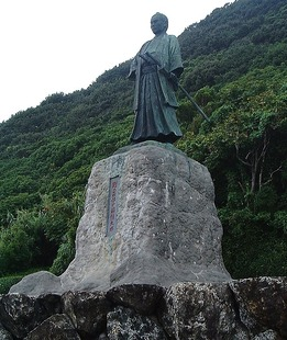 Nakaoka-Shintaro_statue