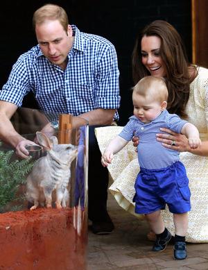 シャーロット英王女の近影写真公開、大きな目をぱっちり