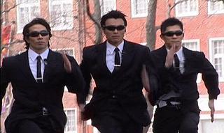 【神戸だから普通】 目が合うといきなり走って追いかけてくる事案 兵庫神戸 イノシシかな?