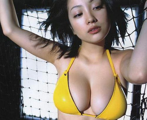【小向美奈子】主演作受賞の報せを受けて獄中で歓喜!見事なおっぱいと太もも画像アリ