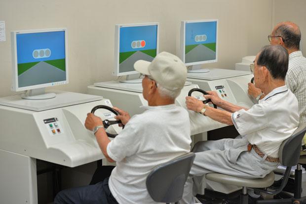 【兵庫】高速走行中の69歳男を無免許運転で逮捕 「今まで免許を取ったことがない」 ←!!!??